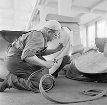 Arbeiter in einem Stahlwerk (1)