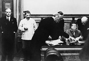 Unterzeichnung des Hitler-Stalin Pakts