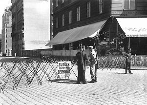 Strassensperre in Wien während des Juliputsches 1934