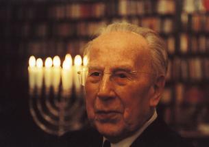 Kardinal Franz König bei einer jüdischen Feier