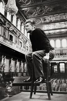 Herbert von Karajan bei einer Probe (2)