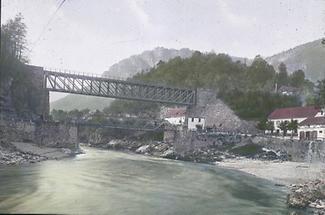 Die Eisenbahnbrücke in Kastenreith