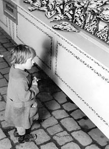 Kind auf einem Kirtag