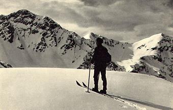Skifahrer in den Kitzbüheler Bergen