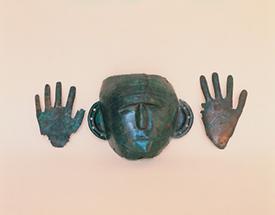 Maske und Abwehrhände