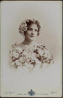 Annie Dirkens