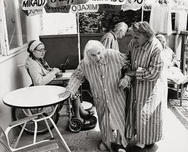 Alte Frauen in Lainz