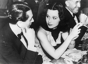 Hedy Lamarr, Reginald Gardiner und Jack Warner