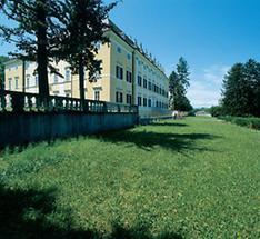 Gartenfassade von Schloss Frohsdorf