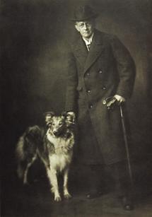 Rudolf von Larisch mit Hund