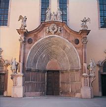 Gotisches Portal der Stiftskirche Lilienfeld