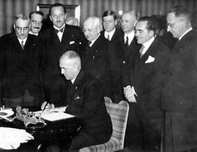 Vertragsunterzeichung im Wiener Rathaus