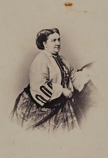 Portrait Jenny Lutzer