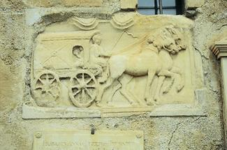 Relief eines römischen Reisewagens
