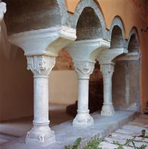 Säulen im romanischen Kreuzgang