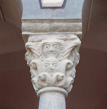 Detail aus dem romanischen Kreuzgang (2)