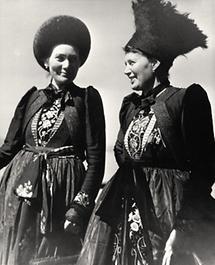 Frauen in Montafoner Tracht