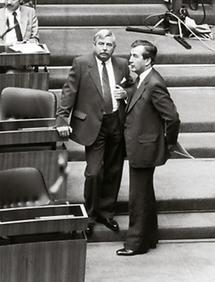 Alois Mock und Robert Graf im Parlament