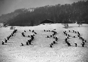 Skifahrer formen im Schnee