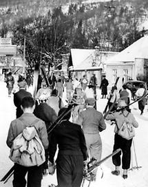 Wiener Wintersportler auf dem Weg nach Neuwaldegg
