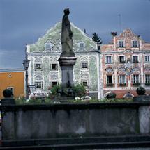 Barockhäuser und Brunnen in Obernberg am Inn