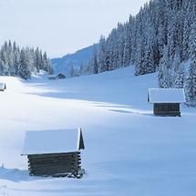 Scheunen im Lesachtal, Osttirol, im Winter