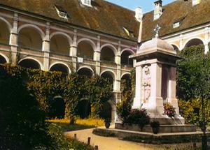 Hof des ehemaligen Augustiner-Chorherrenstifts in Pöllau