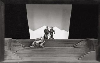 Bühnenmodell mit der Jessner-Treppe