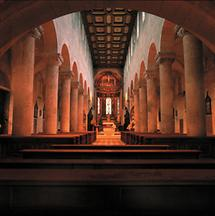 Innenansicht der hochromanischen Klosterkirche