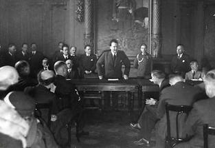 Hermann Göring bei einer Rede vor den Vertretern der ausländischen Presse