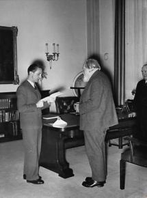 Josef Goebbels ehrt Josef Reiter