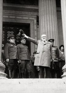 Karl Renner und sowjetische Offiziere