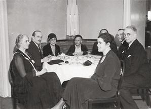 Photographie der Mitglieder des P. E. N. - Clubs