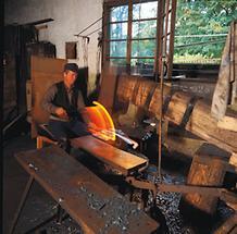 Sensenschmied im Geyerhammer in Scharnstein