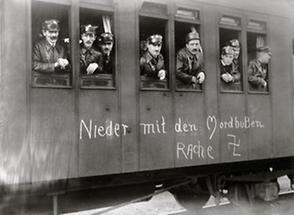 Schutzbund in einem Eisenbahnwagon