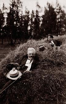 Egon Schiele mit seinem Onkel