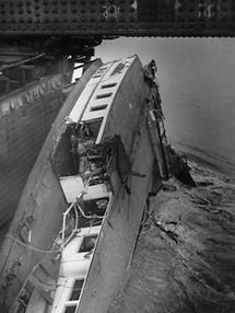 Dampfer Wien sinkt an der Reichsbrücke