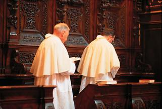 Mönche beim Chorgebet