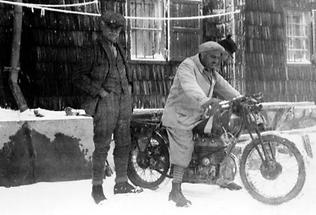 Mit dem Motorrad auf den Schneeberg