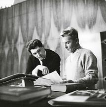 Herbert von Karajan im Gespräch mit Günther Schneider-Siemssen