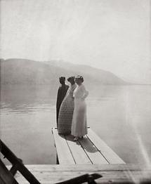 Gustav Klimt mit Emilie und Helene Flöge