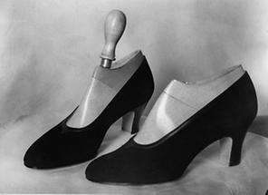 Schuhe aus schwarzer Seide