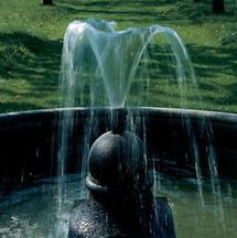 Springbrunnen in der Gartenanlage in Seitenstetten