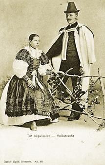 Slowakisches Paar in Volkstracht