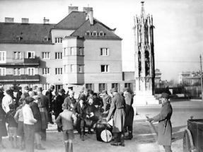 Die Wiener Garnison verteilt Nahrungsmittel an Bedürftige