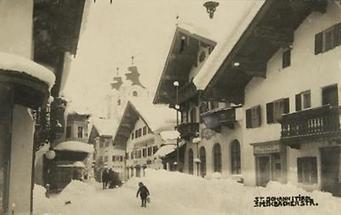 Blick in die verschneite Straße