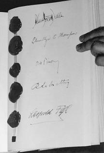 Unterschriften der Aussenminister unter dem  Staatsvertrag am 15. Mai 1955