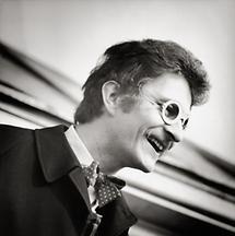 Dominik Steiger mit Papierbrille