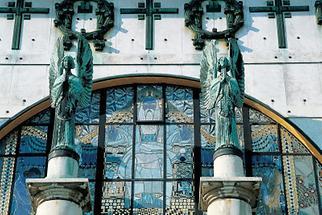 Eingang zur Kirche Am Steinhof