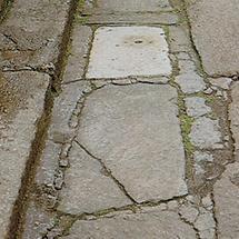 Straßenpflasterung mit Granitblöcken